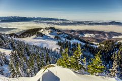 Skifahrenerholungsort bei Postavarul, Brasov, Siebenbürgen, Rumänien stockfotos