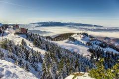 Skifahrenerholungsort bei Postavarul, Brasov, Siebenbürgen, Rumänien lizenzfreie stockbilder