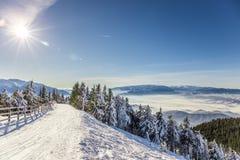 Skifahrenerholungsort bei Postavarul, Brasov, Siebenbürgen, Rumänien lizenzfreies stockbild