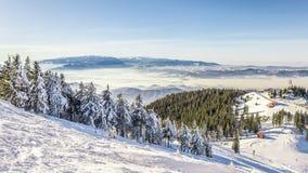 Skifahrenerholungsort bei Postavarul, Brasov, Siebenbürgen, Rumänien stockbild