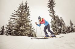 Skifahrer in der Aktion Stockbild
