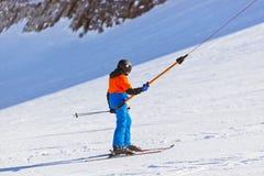 Skifahrer am Gebirgsskiort Innsbruck - Österreich Stockfotos