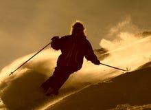 Skifahrer im cloude des Puders Stockfotografie