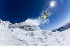Skifahrer im Hochgebirge. Stockbild