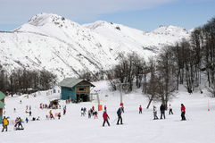 Skifahrer im Schnee Lizenzfreie Stockfotos