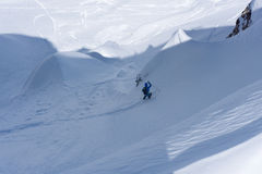 Skifahrer im tiefen Pulver, extremes freeride Stockbild