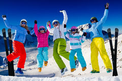 Skifamilie lizenzfreies stockbild
