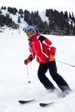 Skifrau schalten Steigung ein Lizenzfreie Stockfotos