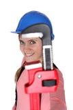 Skiftnyckel för kvinnaholdingrør Arkivfoto
