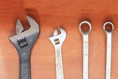 Skiftnyckel och skruvnyckel Arkivfoton