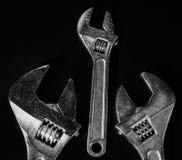 Skiftnycklar på en svart bakgrund Royaltyfria Bilder