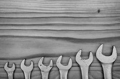 Skiftnycklar på en trätabell Royaltyfria Foton