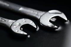 Skiftnycklar som ett symbol för teamwork i affärsgrupper Royaltyfri Foto