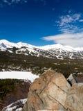 Skigebied met blauwe hemel Royalty-vrije Stock Foto