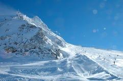 Skihelling en lift op Hintertux-gletsjer Royalty-vrije Stock Foto
