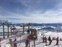 Skihelling en stoellift in Wyoming Stock Foto's
