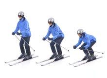 Skiier demonstrieren, wie man eine richtige Stellung nimmt Stockbild