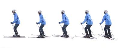 Skiier demonstrieren, wie man herum die Endstücke von Skis dreht Stockfotografie