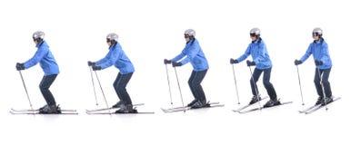 Skiier demonstrieren, wie man herum die Oberteile Skis dreht Lizenzfreie Stockfotografie