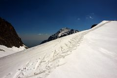 Skiing path in winter mountains Royalty Free Stock Photos