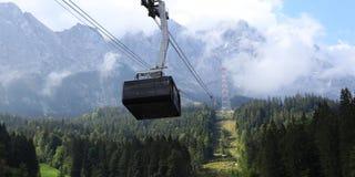 Skilift к верхней части Германии в лете стоковые фотографии rf