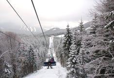 Skilift aan de bergen, Stock Fotografie