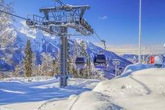 Skilift in de toevlucht ` Laura, GAZPROM ` Dichtbij Sotchi, Rusland op 31 Januari, 2016 Royalty-vrije Stock Afbeelding