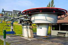 Skilift. Stoeltjeslift in de zomer. Royalty-vrije Stock Afbeeldingen