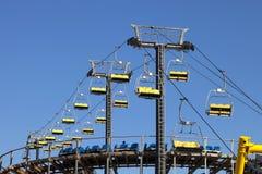 Skilift und Achterbahn Lizenzfreie Stockfotografie