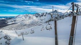 Skilift von Kasprowy Wierch zu Gasienicowa-Tal im Winter, Tatra-Berge Stockfotos