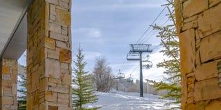 Skiliften van een portiek in Parkstad worden bekeken Utah dat royalty-vrije stock afbeelding