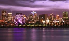 Skiline di Montreal e st Lawrence River alla notte Immagini Stock Libere da Diritti