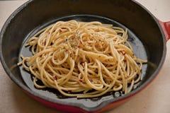 Skillet литого железа с спагетти Стоковое Изображение