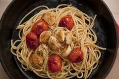 Skillet литого железа с спагетти Стоковое Фото