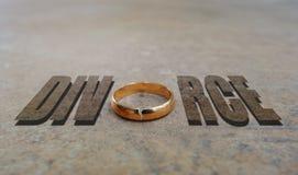Skilsmässa för guld- cirkel arkivfoto