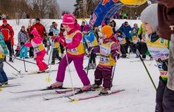 Skimarathonkind-` s Nikolov Perevoz Russialoppet Rennen 2017 Stockfoto