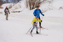 Skimarathonkind-` s Nikolov Perevoz Russialoppet Rennen 2017 Lizenzfreie Stockfotos