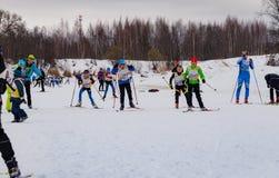 Skimarathonkind-` s Nikolov Perevoz Russialoppet Rennen 2017 Lizenzfreie Stockbilder