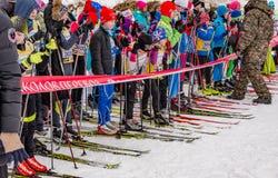 Skimarathonkind-` s Nikolov Perevoz Russialoppet Rennen 2017 Lizenzfreies Stockbild