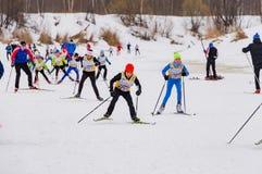 Skimarathonkind-` s Nikolov Perevoz Russialoppet Rennen 2017 Lizenzfreies Stockfoto
