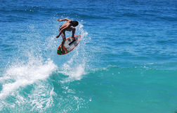 Skimboarder an Aliso-Strand, Laguna Beach, CA Lizenzfreies Stockbild