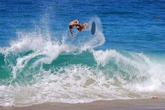 Skimboarder bij Aliso-Strand, Laguna Beach, CA Stock Foto