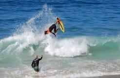 Skimboarder die bij Aliso-Strand, Vertraging worden gefotografeerd Stock Foto