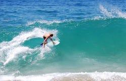 Skimboarder en la playa de Aliso, Laguna Beach, CA Imagen de archivo libre de regalías