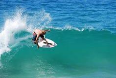 Skimboarder na praia de Aliso, Laguna Beach, CA Imagens de Stock