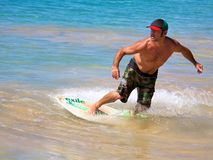Skimboarding alla grande spiaggia Immagini Stock Libere da Diritti