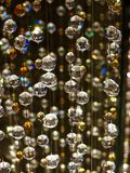 Skimrande Glass Crystal Spheres Hanging Vertically Arkivbild