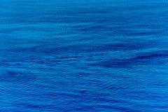 Skimrande havstidvatten Arkivfoto