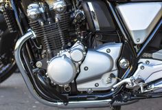 Skina krommotor Kraftigt motorcykelmotorkvarter royaltyfria foton