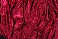 Skina röd satäng Arkivbild